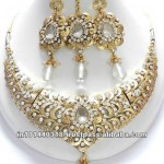 Sharp_diamond_studded_necklace_set